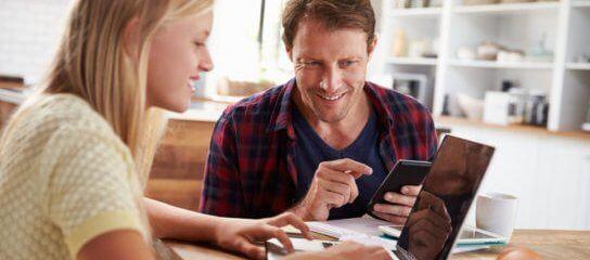 App na palma da mão, escola e pais em conexão